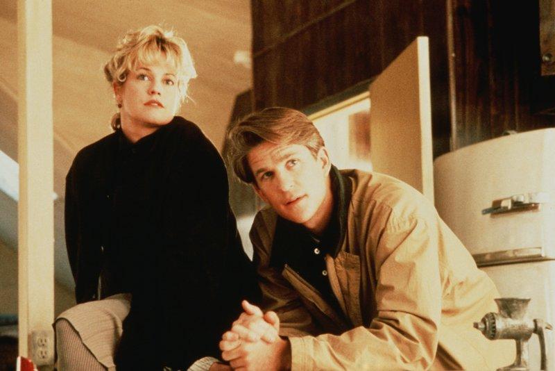 2. Patty (Melanie Griffith) und Drake (Matthew Modine) sind auf der Suche nach einem Untermieter. 4 – Bild: 20th Century Fox