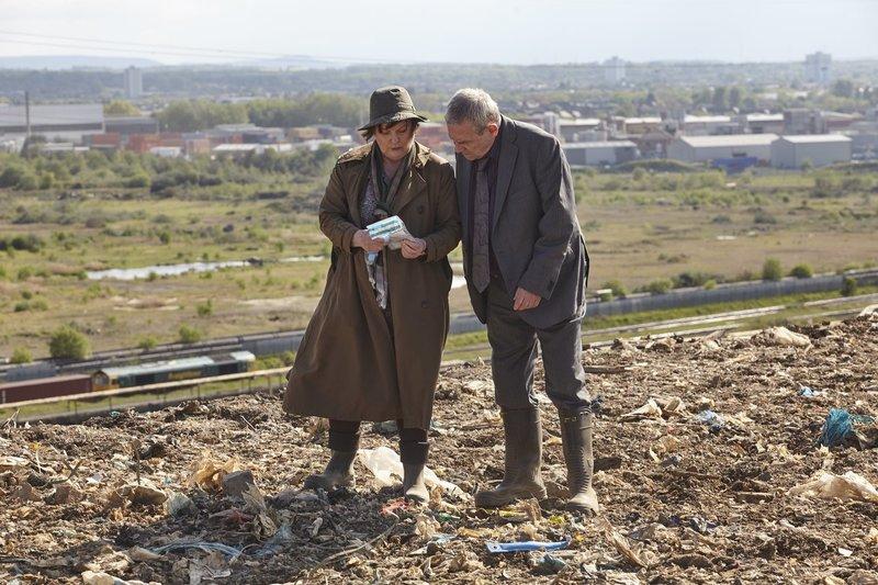 Vera Stanhope (Brenda Blethyn, l.); Kenny Lockhart (Jon Morrison, r.) – Bild: ITV Studios Lizenzbild frei