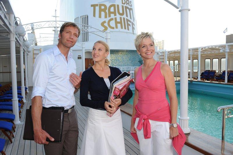 Die Hochzeitsplaner mit dem neuen Crew-Mitglied Inka. (v.l.n.r.: Patrik Fichte, Eva-Maria Grein, Inka Bause) – Bild: ZDF und Dirk Bartling
