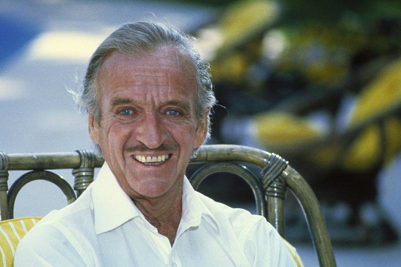 Sir Charles Litton (David Niven) – Bild: TMG