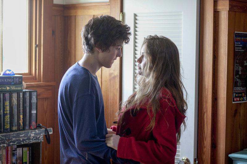 Für Rusty (Nat Wolff) ist Kate (Liana Liberato) seine erste große Liebe. – Bild: ORF