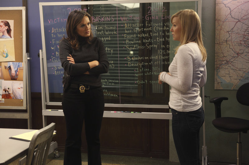 "-- ""Justice Denied"" Episode 1318 -- Pictured: (l-r) Mariska Hargitay as Detective Olivia Benson, Kelli Giddish as Detective Amanda Rollins -- (Photo by: Eric Liebowitz/NBC) – Bild: Universal Channel"
