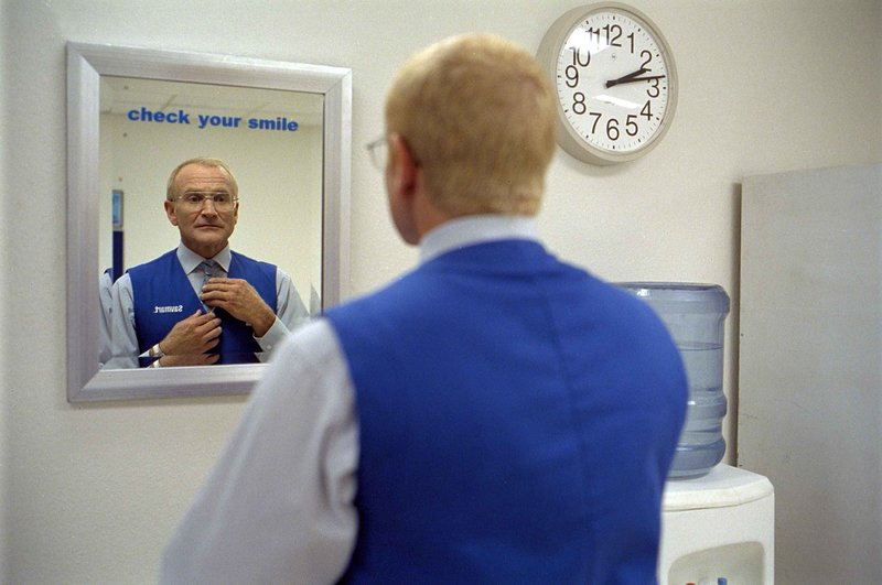 """One Hour Photo"". Im Bild: Robin Williams (Seymout 'Sy' Parrish). – Bild: Servus TV"