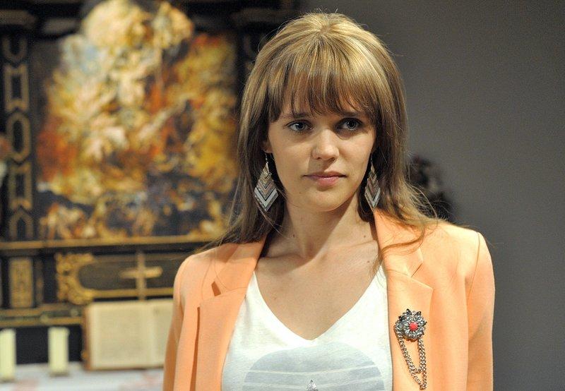 Sabrina (Sarah Elena Timpe) fasst einen gewagten Plan. – Bild: ARD/Jacqueline Krause-Burberg