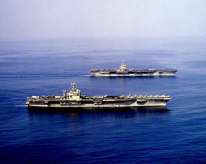 """""""The Big E"""" - das war der Spitzname des am meisten dekorierten Schiffs der amerikanischen Streitkräfte. Die USS Enterprise hatte während des Zweiten Weltkrieges so viele erfolgreiche Einsätze wie kein anderes. Robuster als seine Mitstreiter, hielt die """"Enterprise"""" bis zu ihrer Ablösung stand, um nach mehr als zwei Jahren ununterbrochener Kämpfe weitere Schlachten im Gebiet der pazifischen Inseln zu führen. – Bild: Lou Reda Productions, Inc. Lizenzbild frei"""