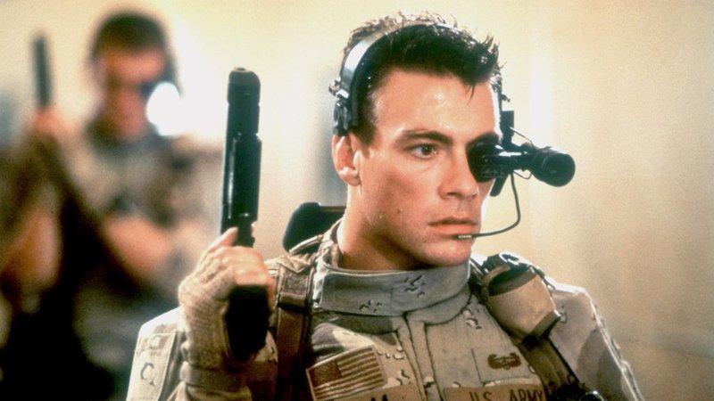 Der Vietnamsoldat Luc Deveraux (Jean-Claude van Damme) wird 23 Jahre nach seinem Tod mittels Gen-Technik reanimiert und gehört einer Superkampfeinheit der 'Universal Soldiers' an, um Terroristen zu bekämpfen.Der Vietnamsoldat Luc Deveraux (Jean-Claude van Damme) wird 23 Jahre nach seinem Tod mittels Gen-Technik reanimiert und gehört einer Superkampfeinheit der 'Universal Soldiers' an, um Terroristen zu bekämpfen. – Bild: RTL II