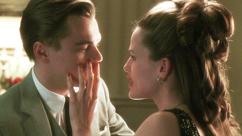 Cheryl Ann (Jennifer Garner) verdreht Frank (Leonardo DiCaprio) den Kopf.. – Bild: RTL2