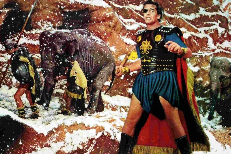 """MDR Fernsehen HANNIBAL, """"Annibale"""", am Freitag (28.03.14) um 12:30 Uhr. Hannibal (Victor Mature), der große Feldherr der Antike, überquert mit seinem Heer und Dutzenden Elefanten die Alpen. – Bild: MDR/Colosseo"""
