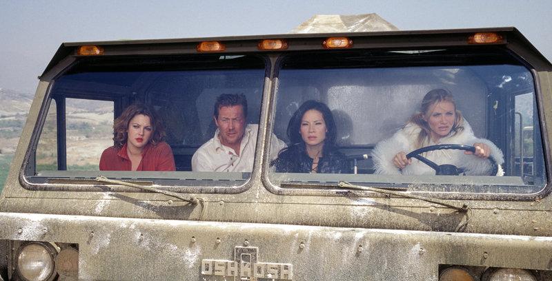 Drew Barrymore (Dylan Sanders), Robert Patrick (Ray Carter), Lucy Liu (Alex Munday), Cameron Diaz (Natalie Cook). – Bild: ORF