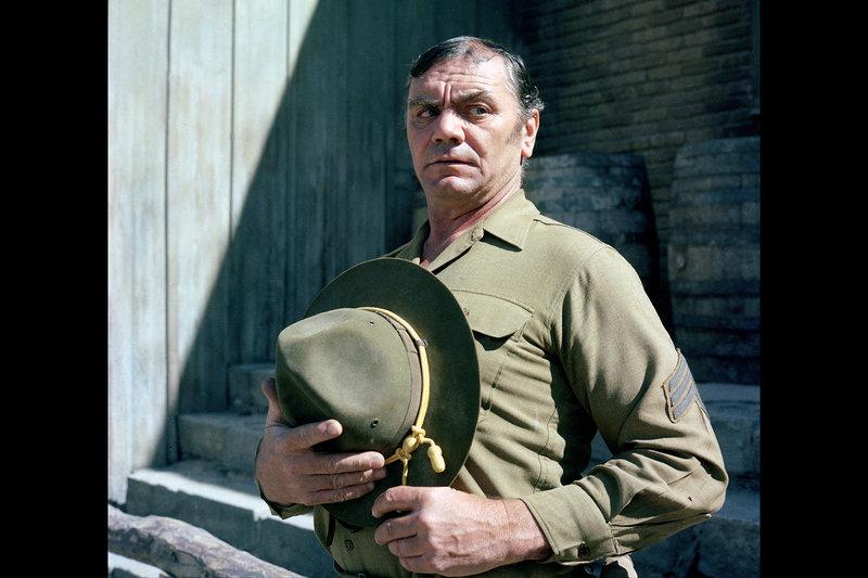 Dutch Engstrom (Ernest Borgnine) ist seit einer Ewigkeit in der Truppe um Pike und mit Abstand sein verlässlichster Mann. – Bild: ARTE France / © Warner Bros.