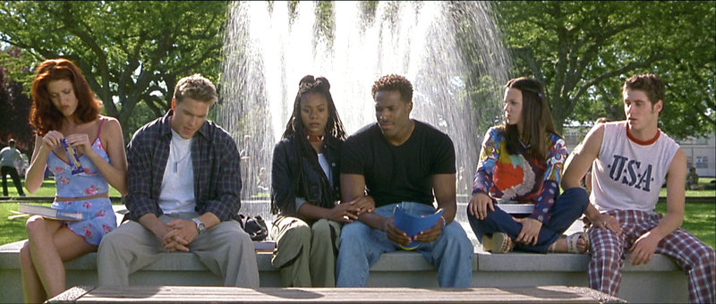 v.li.n.re.: Buffy (Shannon Elizabeth), Greg (Lochlyn Munro), Brenda (Regina Hall), Ray (Shwan Wayans), Cindy (Anna Faris) und Bobby (Jon Abrahams) – Bild: RTL II