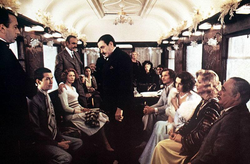 Au milieu d'une course de trois jours à travers l'Europe, le célèbre Orient Express est brutalement stoppé en pleine nuit. La ligne est bloquée par des amoncellements de neige. Dans le silence des Balkans, les passagers dorment avec insouciance. Mais le célèbre détective Hercule Poirot, qui s'est décidé au dernier moment à monter dans le train, se réveille à l'aube. Soudain, un gémissement rauque qui semble venir du wagon-lit voisin le fait sursauter. Des pas approchent, on frappe à la porte, puis quelqu'un dit : «Ce n'est rien, juste un cauchemar...». Puis de nouveau le silence. Le lendemain matin, on découvre l'homme du compartiment voisin assassiné, poignardé de plusieurs coups frénétiquement. Le meurtrier doit toujours être dans le train puisque le wagon à destination de Calais est verrouillé et séparé du reste du train... et la neige n'a pas été foulée. Le directeur de la Cie Internationale des wagons-lits, vieil ami du détective, le prie de résoudre cette énigme avant le redémarrage du train. – Bild: arte