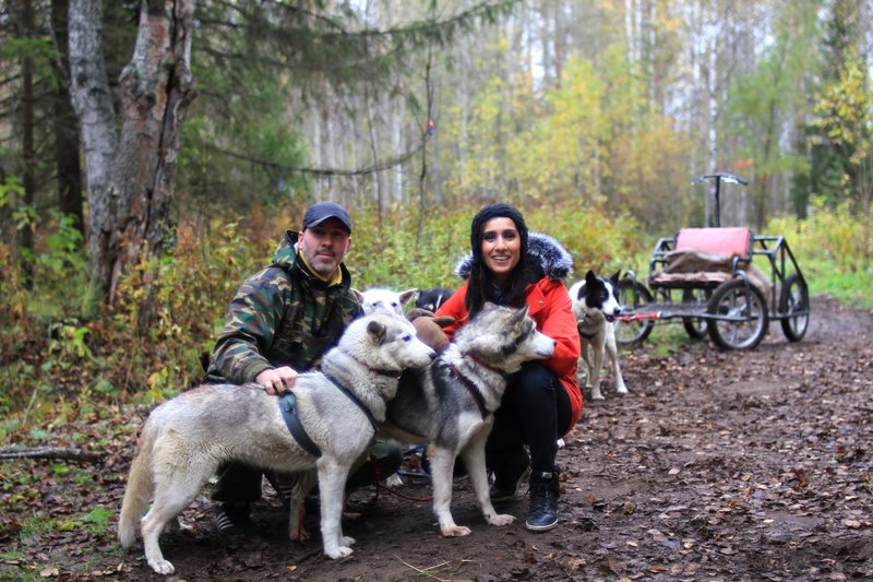 Picture Shows: Maksim Savenko and Anita Rani, near Murmansk, Russia. – Bild: Simon Phillips / © Simon Phillips 2013