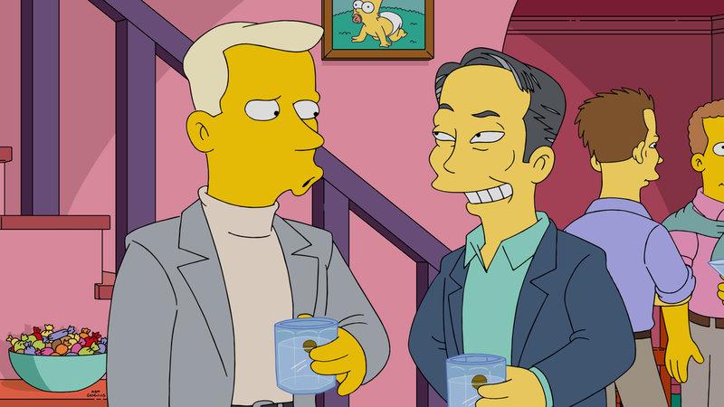 Homer veranstaltet eine Party, um für Smithers einen Freund zu finden. Doch werden George Takei (r.) oder Tom Collins (l.) Gefallen an ihm finden? – Bild: 2015 Fox and its related entities. All rights reserved. Lizenzbild frei