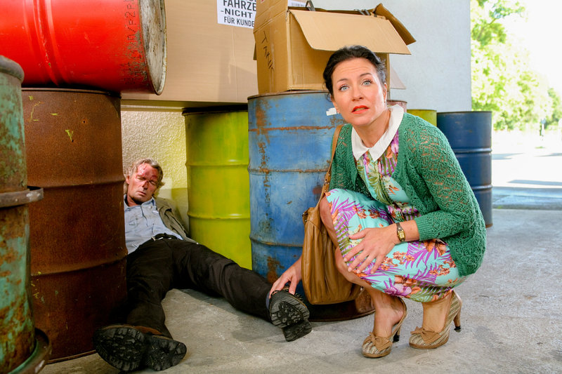 Eine grausame Entdeckung macht Stockl (Marisa Burger) morgens an der Tankstelle. – Bild: ORF2