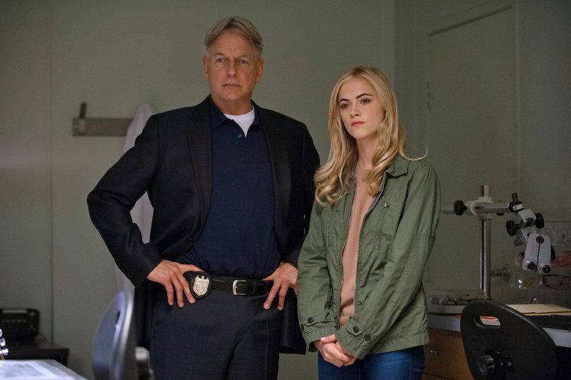 Gibbs (Mark Harmon) und Bishop (Emily Wickersham) setzen die Jagd auf den Privileged Killer fort ... – Bild: ATV2 / CBS Television