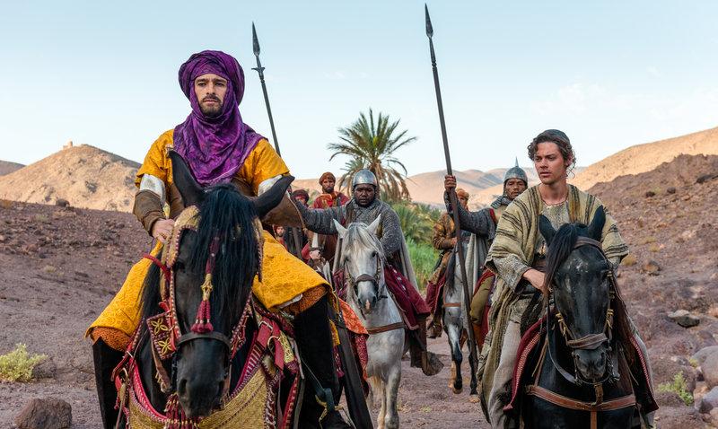 Olivier Martinez (Shah Ala ad-Daula), Tom Payne (Rob Cole). – Bild: SWR