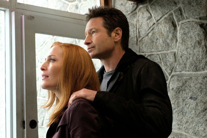 Während ihren Ermittlungen in einem neuen Fall stellen Scully (Gillian Anderson, l.) und Mulder (David Duchovny, r.) fest, dass sie schon bald ihren verlorenen Sohn wiederfinden könnten ... – Bild: Robert Falconer / © 2018 Fox and its related entities. All rights reserved.