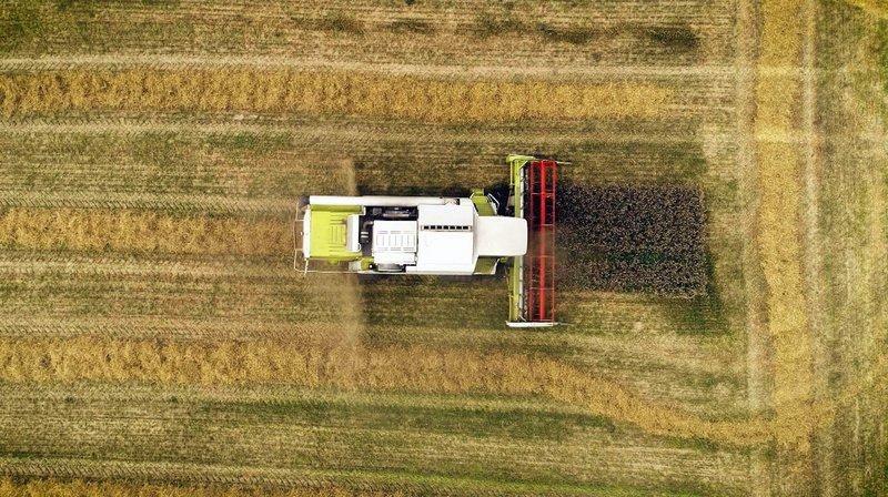Mähdrescher beim Einsatz – seit den 1960er Jahren revolutionierten sie die deutsche Landwirtschaft. – Bild: WDR/taglicht media GmbH/André Götzmann