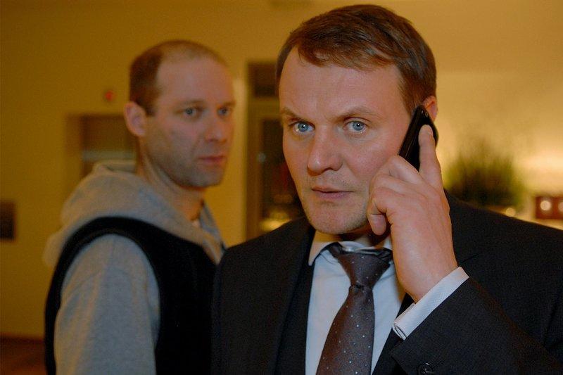 L-R: Stefan Thiel (Michael Wenninger,) Martin Hellinger (Devid Striesow) – Bild: Sky: / Die Verwendung ist nur bei redak / ZDF / © ZDF/Michael Marhoffer