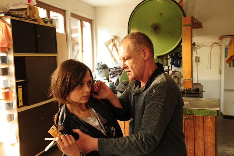 Dana Borgemann (Sarah Alles, l.) und Bernd Friesen (Thomas Lawinky, r.). – Bild: ZDF und Markus Fenchel