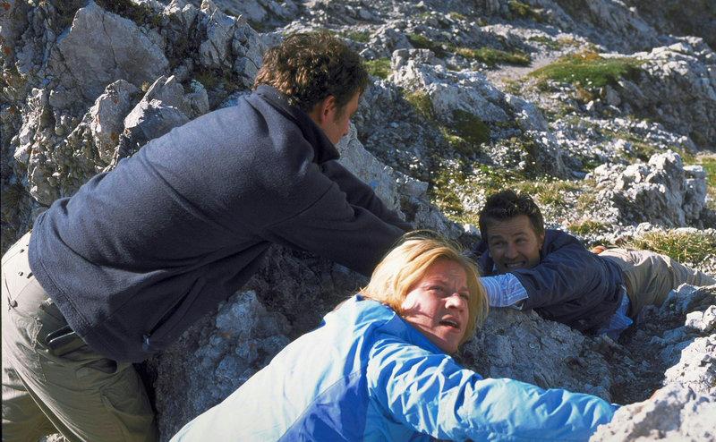 Riskante Rettungsaktion der SOKO Ermittler Karin Kofler (Kristina Sprenger) und Andreas Blitz (Hans Sigl) in 2000 Meter Höhe. – Bild: ZDF und Laurent Trümper