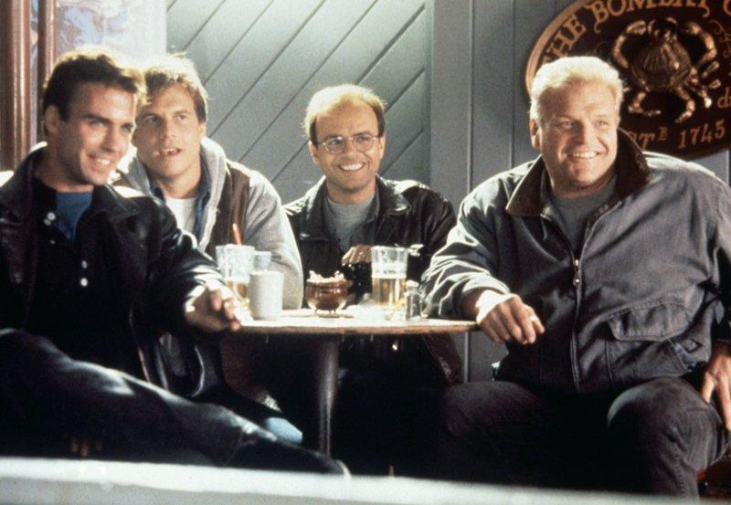 """WDR Fernsehen BLUE HEAT (the last of the finest/street legal), USA 1990, Regie John Mackenzie, am Dienstag (26.05.15) um 23:15 Uhr. Ein schlagkräftiges Quartett (von links nach rechts): Die Cops Ricky (Jeff Fahey), """"Hojo"""" (Bill Paxton), Wayne (Joe Pantoliano) und Frank (Brian Dennehy). – Bild: WDR/Degeto"""