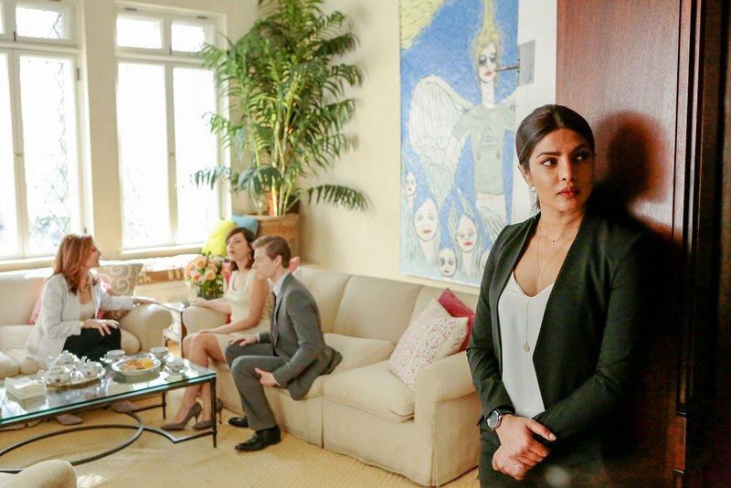 """""""Quantico"""", """"Hintermänner."""" Eine neue Spur führt die geheime Task Force zur Highsociety-Lady Rebecca. Es muss ein glaubhafter Grund gefunden werden, um sich Rebecca zu nähern. Also soll Clay Rebecca als seine Hochzeitsplanerin engagieren. Clay ist nicht davon begeistert, seine Verlobte Maxine in die Sach hineinzuziehen. Maxine hat keine Ahnung von seiner wirklichen beruflichen Tätigkeit und Clay möchte es gerne so belassen.Im Bild (v.li.): Donna Murphy (Rebecca Sherman), Krysta Rodriguez (Maxine Griffin), Hunter Parrish (Clay Haas), Priyanka Chopra (Alex Parrish). – Bild: ORF 1"""