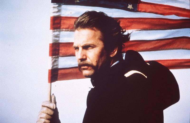 Der amerikanische Bürgerkrieg verändert das Leben von John (Kevin Costner) vollständig. Aufgrund einer schweren Verletzung wird er auf einen brisanten Außenposten versetzt... – Bild: Nitro