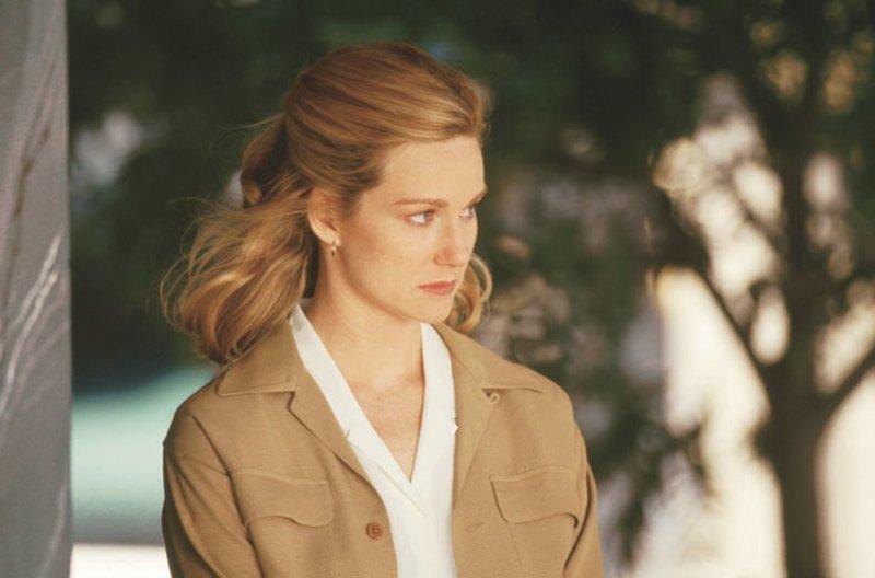 Kate Whitney (Laura Linney) – Bild: Warner Brothers International Lizenzbild frei