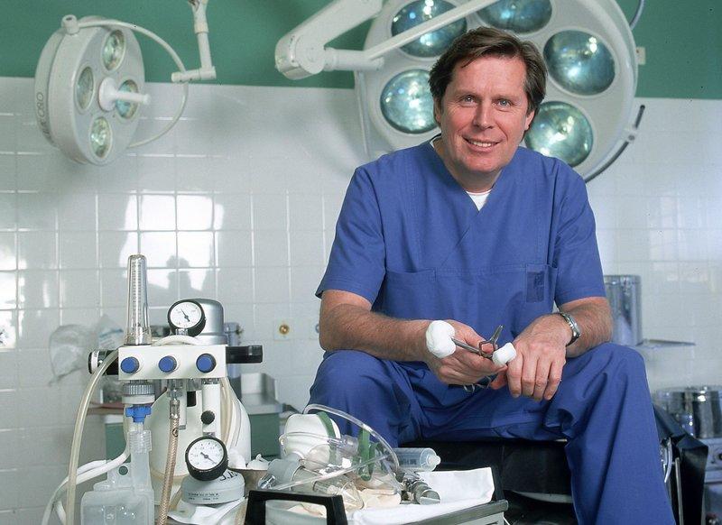 Sigmar Solbach als Dr. Stefan Frank – Bild: RTL Passion (DE)