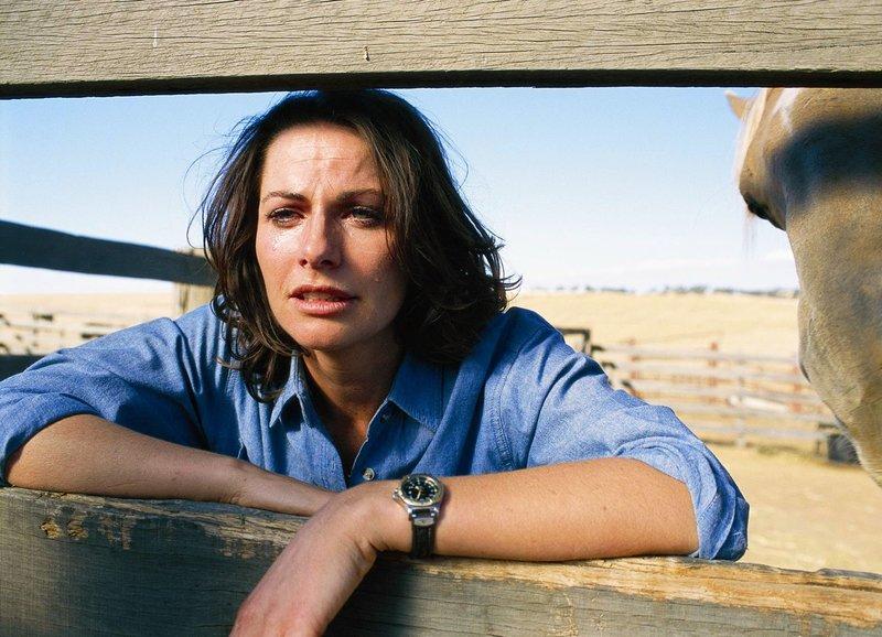 Besorgt: Lisa Chappel als Claire McLeod (Copyright SRF/Millennium Television Pvt. Limited) – Bild: SRF/Millennium Television Pvt. Limited
