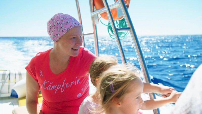 Stefanie (34) und ihre Töchter erfüllen sich einen weiteren Traum: Für sie geht es zum Whale WatchingStefanie (34) und ihre Töchter erfĂĽllen sich einen weiteren Traum: FĂĽr sie geht es zum Whale Watching – Bild: RTL II