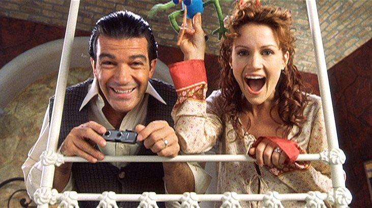 Die beiden Top-Agenten Gregorio und Ingrid (Antonio Banderas, Carla Gugino), die sich inmitten ihrer gefahrvollen Aufträge ineinander verliebt und geheiratet haben, haben sich zwecks Erziehung ihrer beiden Kinder vom aktiven Dienst zurückgezogen.Die beiden Top-Agenten Gregorio und Ingrid (Antonio Banderas, Carla Gugino), die sich inmitten ihrer gefahrvollen Aufträge ineinander verliebt und geheiratet haben, haben sich zwecks Erziehung ihrer beiden Kinder vom aktiven Dienst zurĂĽckgezogen. – Bild: RTL II