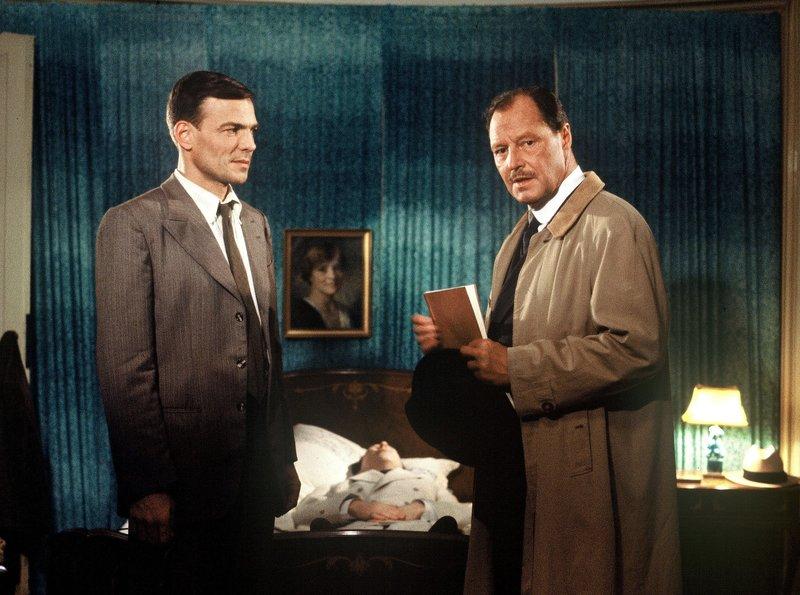 Fabian (Hans Peter Hallwachs, links) ist geschockt über die Nüchternheit, mit der Labudes Vater (Ivan Desny) auf den Tod seines Sohnes reagiert. – Bild: ARD Degeto