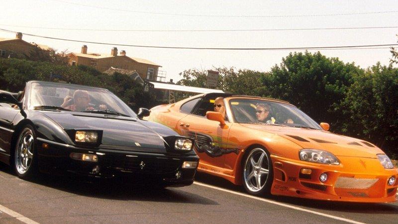 Irgendwo in Los Angeles: Auf einer abgelegenen Straße stehen nach allen Regeln der Kunst getunte Autos bereit zum Start.. – Bild: RTL 2