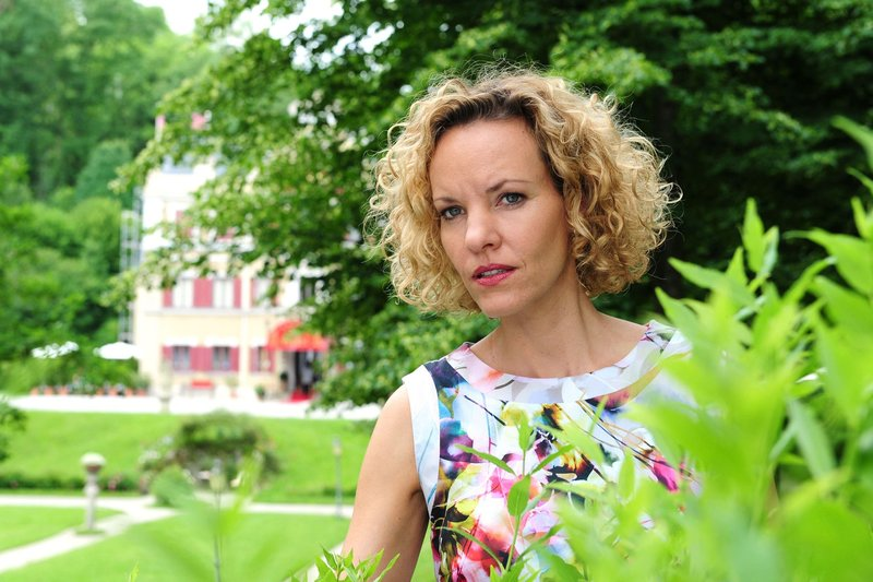 ARD STURM DER LIEBE FOLGE 1602, am Freitag (07.09.12) um 15:10 Uhr im ERSTEN. Natascha (Melanie Wiegmann) beobachtet, wie Marlene Konstantin küsst. – Bild: ARD/Ann Paur