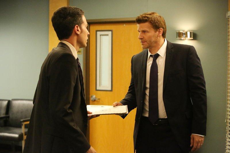 Aubrey (John Boyd, l.) und Booth (David Boreanaz) – Bild: TVNOW / FOX