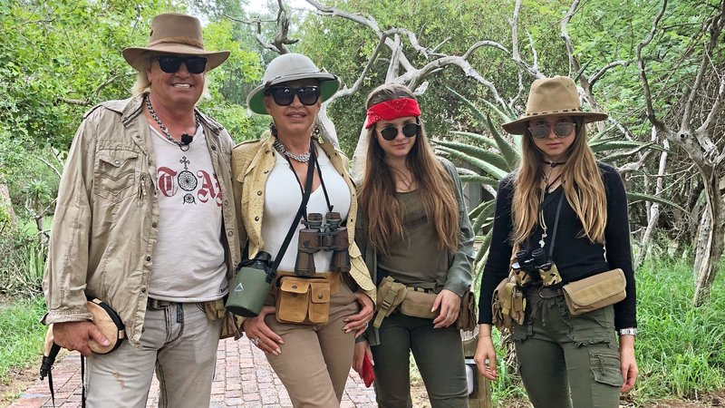 L-R: Robert, Carmen, Davina und Shania Geiss – Bild: RTL 2