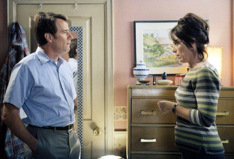 Hal (Bryan Cranston) und Lois (Jane Kaczmarek) Die Verwendung des sendungsbezogenen Materials ist nur mit dem Hinweis und Verlinkung auf TVNOW gestattet. – Bild: TVNOW /2001-2002 Fox and its related entities.