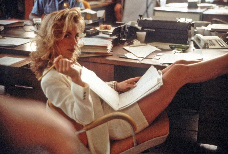 Knallhart, aber sexy: Special Agent Janet Hood (Cindy Ambuehl) jagt die Verbrecher, die es auf Polizisten abgesehen haben. – Bild: Tele 5