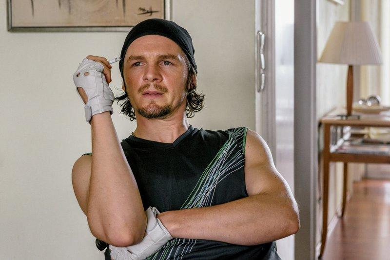 Felix Klare als Holger Baumann – Bild: Hendrik Heiden / © Network Movie/Hendrik Heiden
