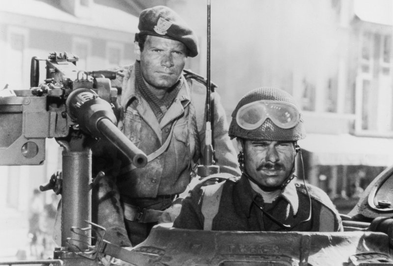 """1944, der Höhepunkt des 2. Weltkriegs. Seit Jahren forderte die UdSSR eine Invasion der Alliierten, um die deutsche Schreckensherrschaft zu beenden. Schon 1942 schlug eine Invasion jedoch fehl. Nun wollen die Amerikaner mit Tausenden von Schiffen in der Normandie landen. Am 6. Juni ist es soweit, der """"längste Tag"""" hat begonnen. _ Legendäre Stars in einem aufwendigen, oscargekrönten Kriegsfilm, der auf genaue Rekonstruktion und Detailtreue setzt. – Bild: Motion Picture © 1962 Darryl F. Zanuck Productions"""