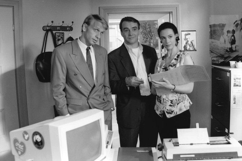 Christian Schneider (Friedrich Karl Pretorious, links), Wolfgang Hecht (Walter Kreye) und Vera Busch (Barbara Wussow). – Bild: hr-fernsehen