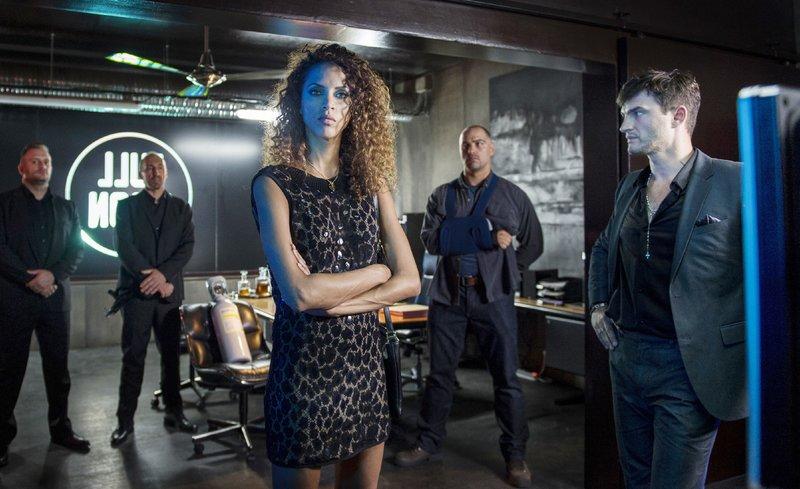 Maďssa (Noémie Lenoir) ist Teil eines kriminellen Netzwerks, dessen Geschäft auf Menschenhandel und Prostitution basiert. – Bild: MG RTL D / © 2014 _ EUROPA