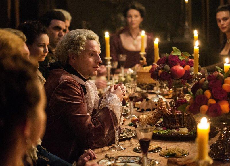 Der Rebellenprinz beim Dîner: Andrew Gower als Prinz Charles Edward Stuart – Bild: M.