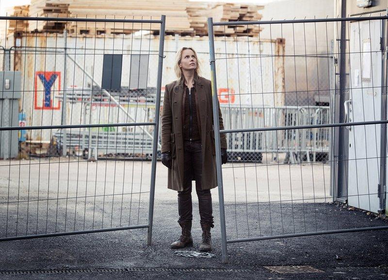 Die Brücke III - Transit in den Tod -Teil 1 von 5 Folge 1 Beim Ermitteln: Sofia Helin als Saga – Bild: SRF/FILMLANCE INTERNATIONAL AB