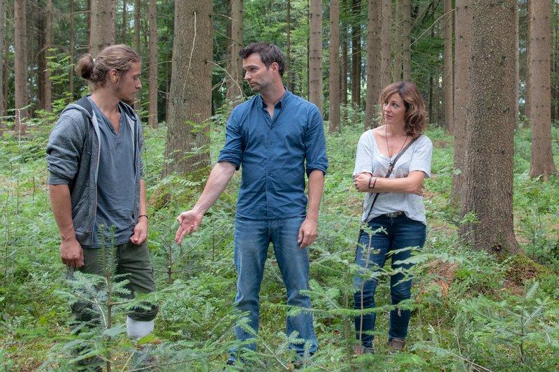 Im Bild (v.li.): Zacharias Moser (Philipp Karlsbader), Lukas Roither (Jakob Seeböck), Nina Pokorny (Julia Cencig). – Bild: SRF zwei