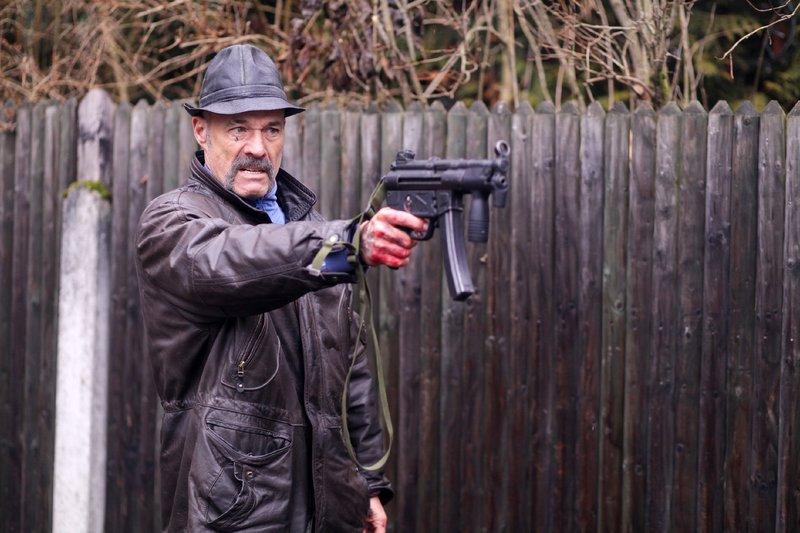 Der Plan durch ein Verbrechen die große Beute zu erlangen, nimmt eine von Harms (Heiner Lauterbach) nicht vorhergesehene Wendung. – Bild: RTL