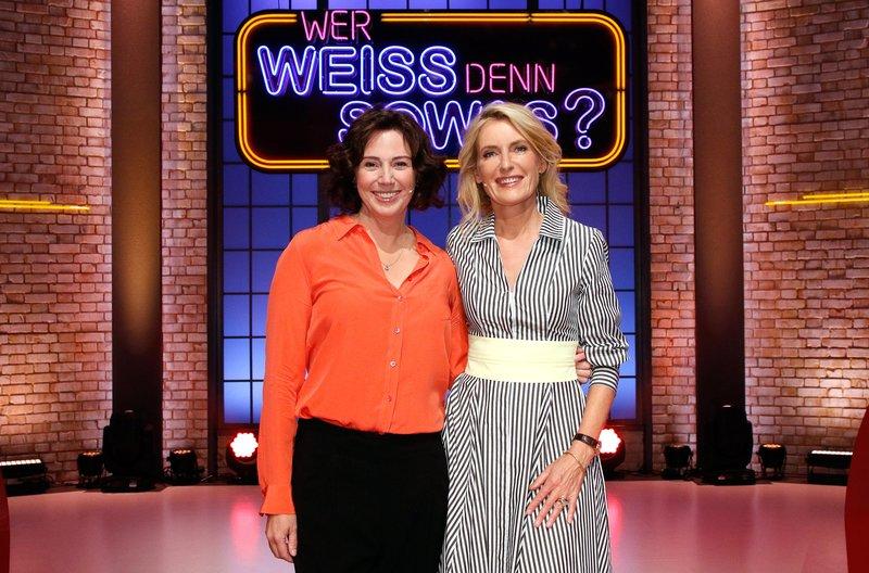 """Treten als Kandidatinnen bei """"Wer weiß denn sowas?"""" gegeneinander an: Schriftstellerin Ildiko von Kürthy (l.) und die Schauspielerin Maria Furtwängler (r.). – Bild: ARD/Morris Mac Matzen"""